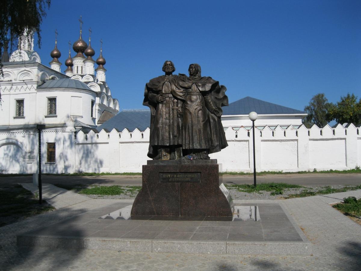 Памятник с семейный Муром Резные памятники Алзамай